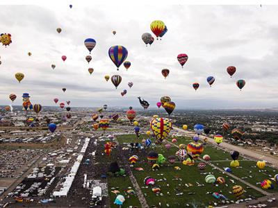 Rực rỡ sắc màu lễ hội khinh khí cầu ở Mỹ