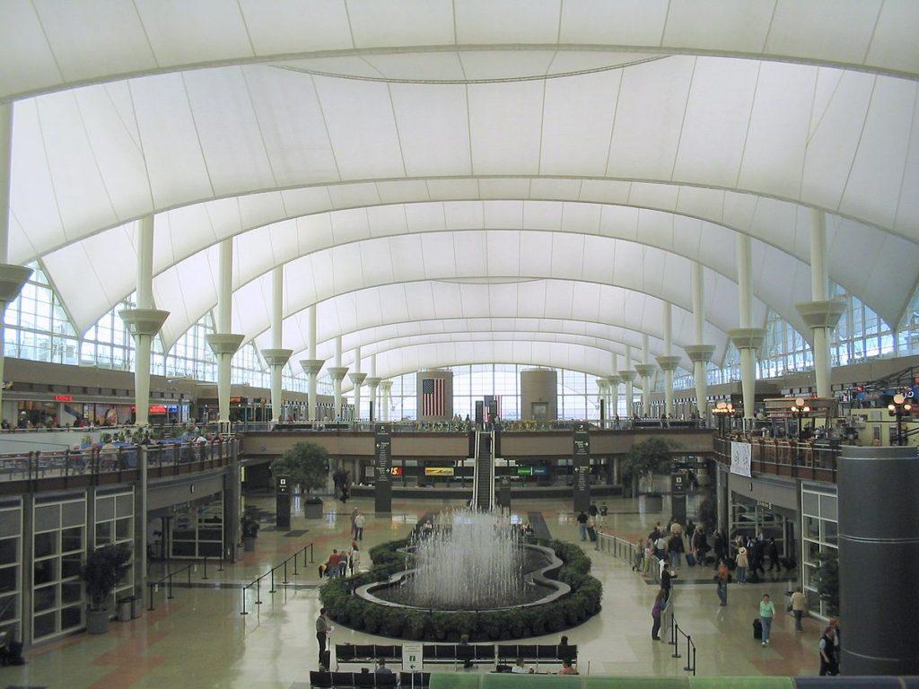 Denver_International_Airport_terminal