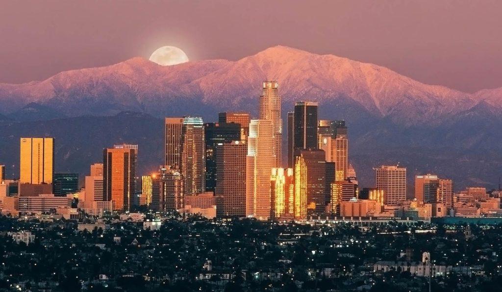 ve-may-bay-di-Los-Angeles