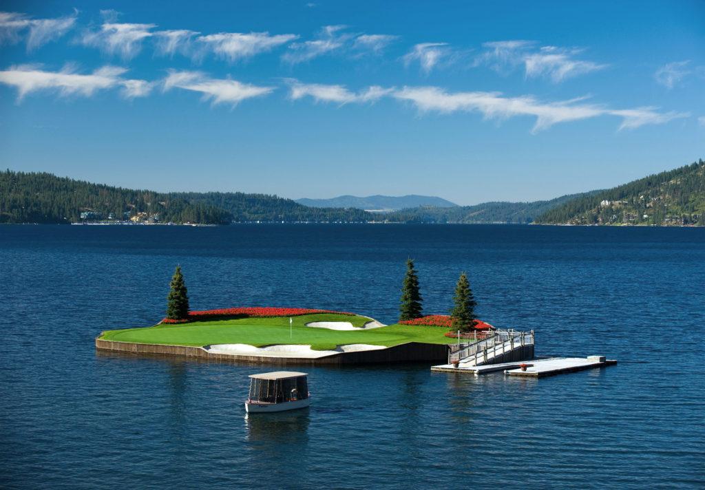 kham-pha-san-golf-troi-tren-mat-ho-nuoc-my