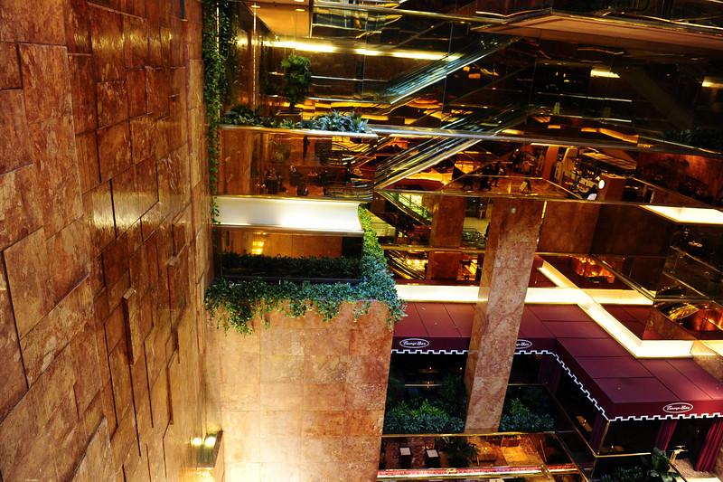 kham-pha-trump-tower-toa-nha-de-nhan-biet-nhat-new-york-7