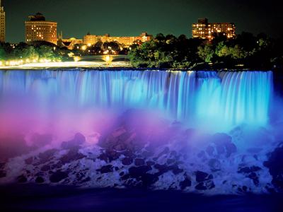 Choáng ngợp lễ hội ánh sáng lớn nhất thế giới ở thác Niagara